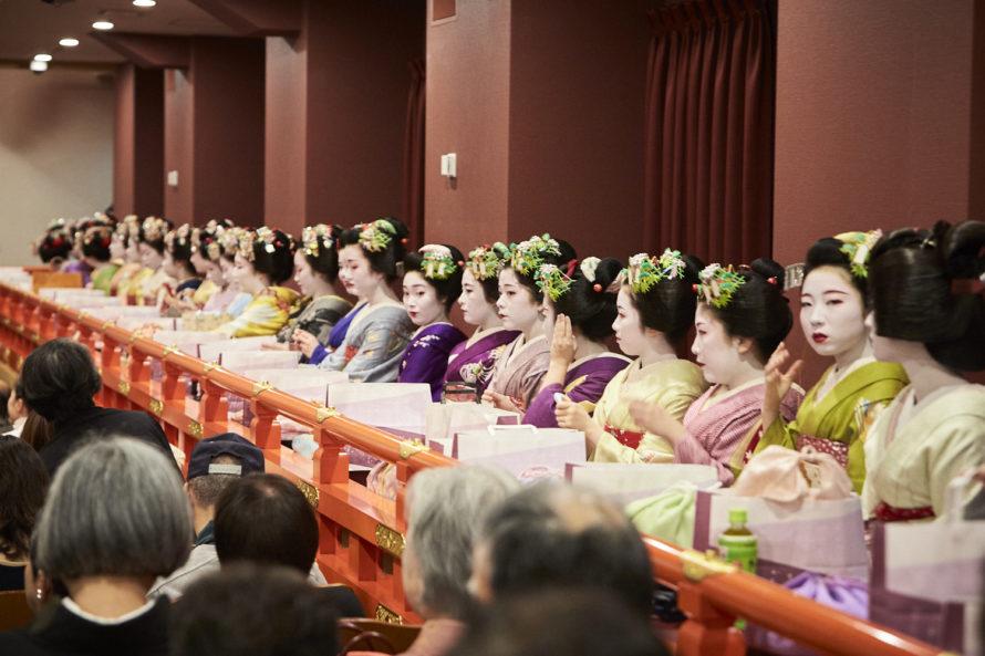 新開場の京都南座顔見世歌舞伎と祇園の御茶屋での宴